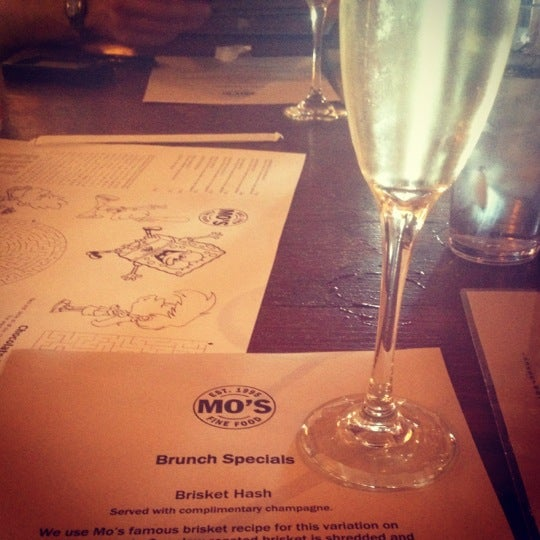 Das Foto wurde bei Mo's Restaurant von Reva R. am 9/23/2012 aufgenommen