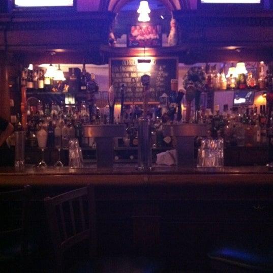 10/3/2012 tarihinde Tarek P.ziyaretçi tarafından Four Farthings Tavern & Grill'de çekilen fotoğraf
