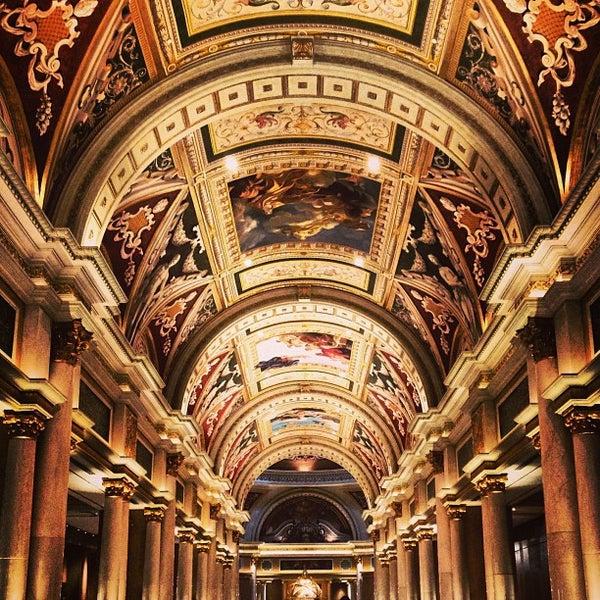Foto tirada no(a) Venetian Resort & Casino por Paul C. em 5/22/2013