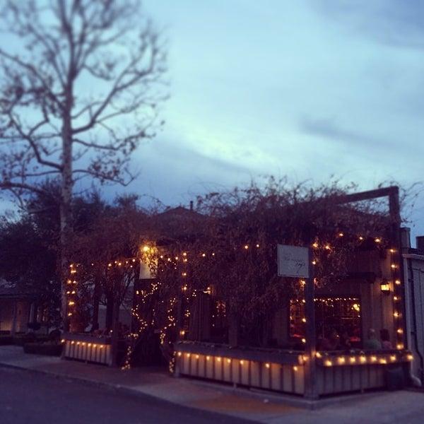 Foto scattata a Los Olivos Wine Merchant Cafe da Mallory B. il 12/28/2013