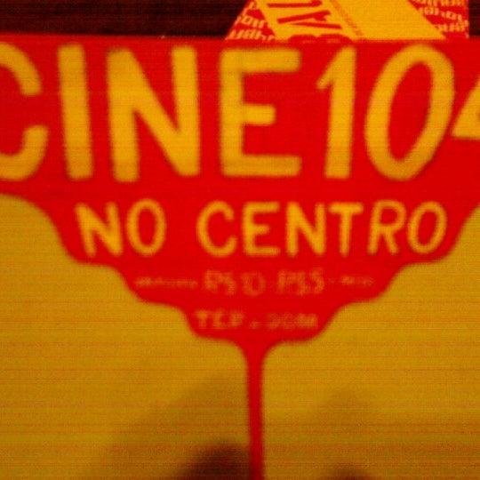 รูปภาพถ่ายที่ CentoeQuatro โดย Monique S. เมื่อ 11/4/2012