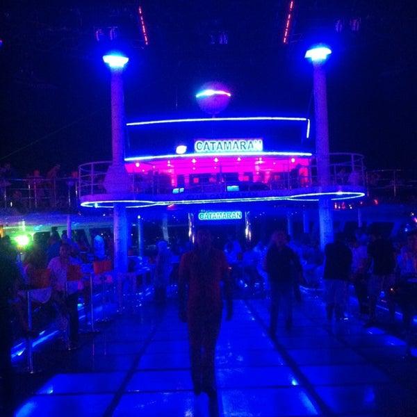 7/6/2013 tarihinde Hande K.ziyaretçi tarafından Club Catamaran'de çekilen fotoğraf