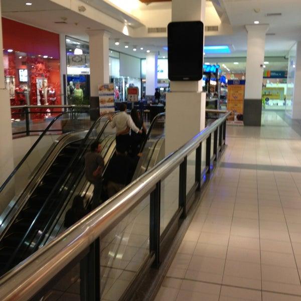 Das Foto wurde bei Portones Shopping von Samyra B. am 3/23/2013 aufgenommen
