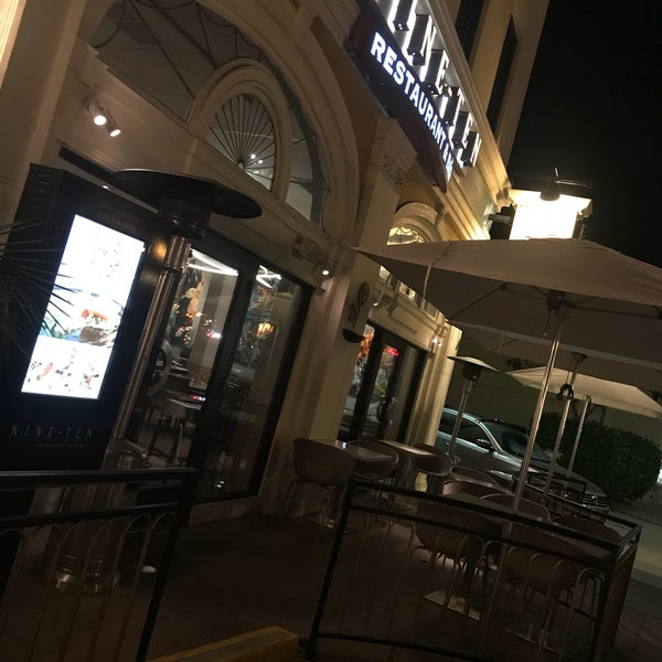 Foto tirada no(a) Nine-Ten Restaurant and Bar por toisan em 10/28/2017
