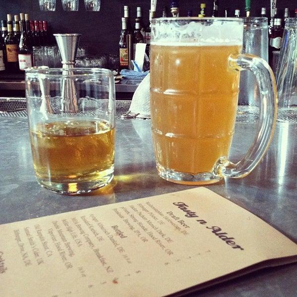 Foto diambil di Tasty 'N Alder oleh Portland Bars pada 6/25/2013