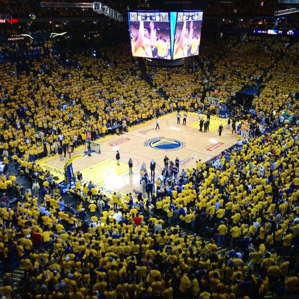 รูปภาพถ่ายที่ Oakland Arena โดย Arthur C. เมื่อ 4/27/2013
