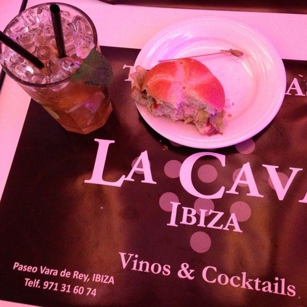 รูปภาพถ่ายที่ La Cava โดย Ramon S. เมื่อ 2/23/2013