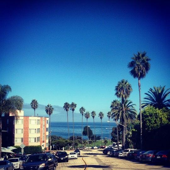Снимок сделан в La Valencia Hotel пользователем is75gh 🇲🇽🏳️🌈 10/7/2012