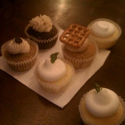 รูปภาพถ่ายที่ Prohibition Bakery โดย Jason S. เมื่อ 10/21/2012
