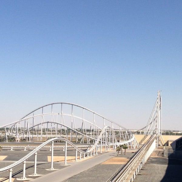 Foto tomada en Ferrari World Abu Dhabi por Serra H. el 2/5/2013
