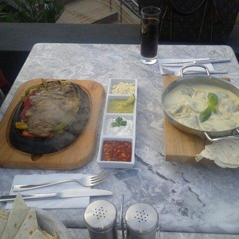 1/2/2013 tarihinde PijamalıAsosyalKadın A.ziyaretçi tarafından Mint Restaurant & Bar'de çekilen fotoğraf