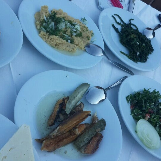 Foto tirada no(a) Yasemin Restaurant por Yılmaz Y. em 6/21/2015