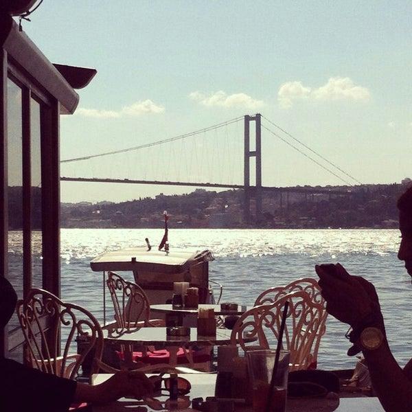 Foto tomada en Boon Cafe & Restaurant por A E. el 7/30/2014