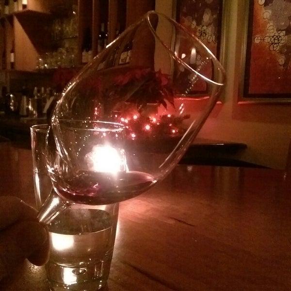 Foto scattata a Stonehome Wine Bar & Restaurant da Josh S. il 12/17/2014