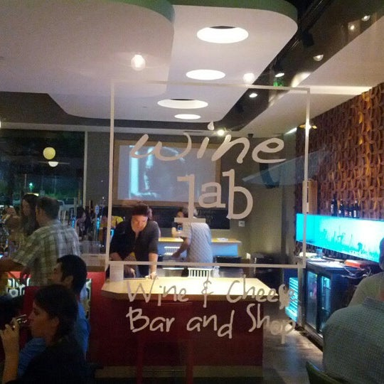 Foto diambil di Wine Lab oleh APEX T. pada 9/23/2012
