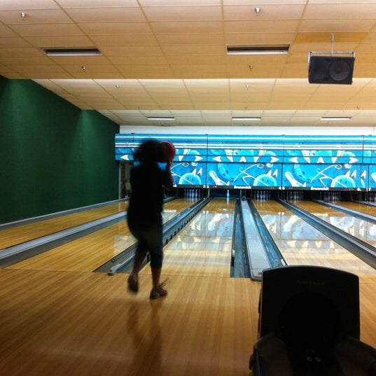 รูปภาพถ่ายที่ Park Tavern Bowling & Entertainment โดย Noel เมื่อ 10/18/2012