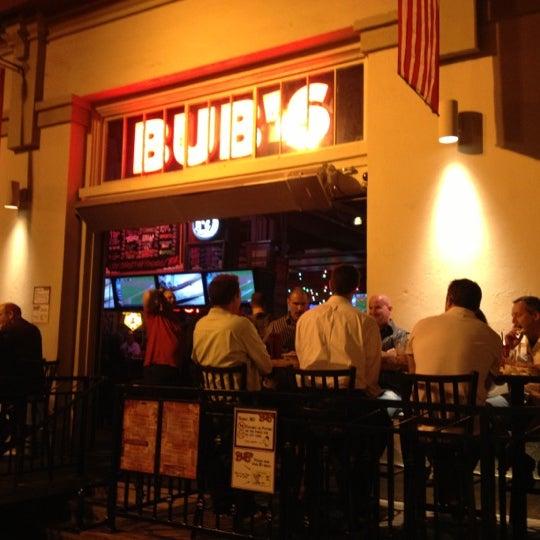 รูปภาพถ่ายที่ Bub's at the Ballpark โดย Stephen C. เมื่อ 10/9/2012