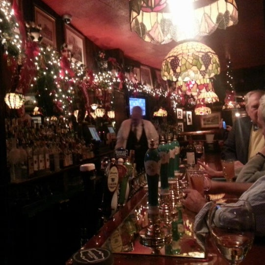 Foto tomada en Martin's Tavern por Andrew R. el 11/27/2012
