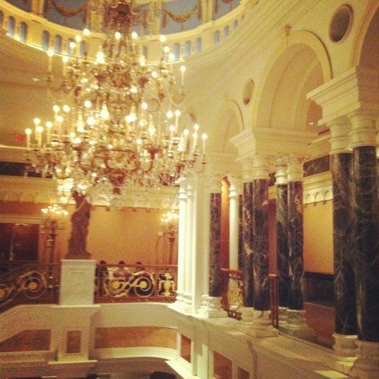 Foto scattata a Lotte New York Palace da Wadha A. il 10/29/2012