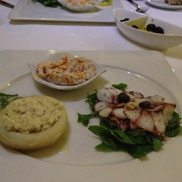 Foto tomada en Trilye Restaurant por Zülal el 3/5/2013