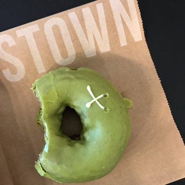 Foto diambil di Crosstown Doughnuts & Coffee oleh Amber pada 6/20/2019