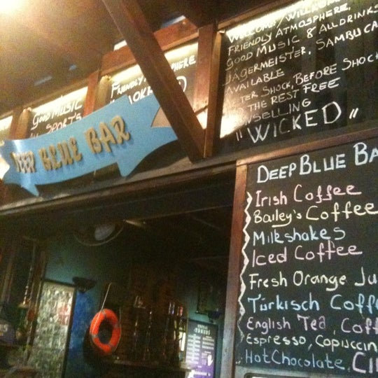 Foto tirada no(a) Deep Blue Bar por Can B. em 10/27/2012