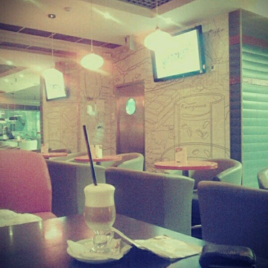 Снимок сделан в М'арт пользователем Vika F. 12/2/2012
