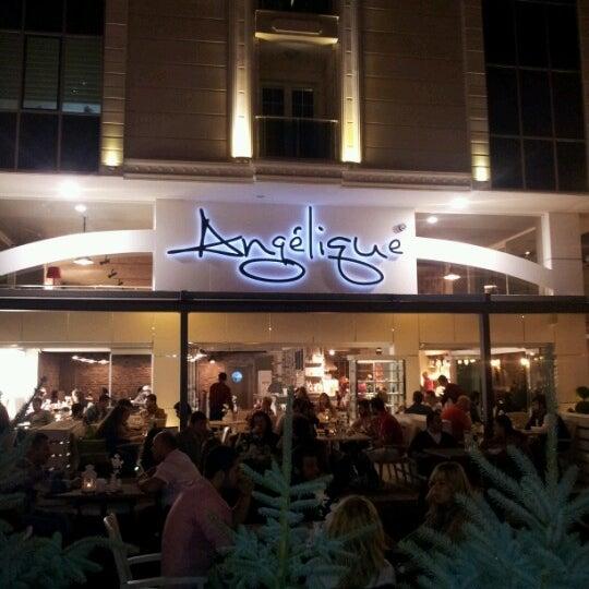 Foto tomada en Del Moon Coffee & Food & Hookah por engin 1. el 10/8/2012