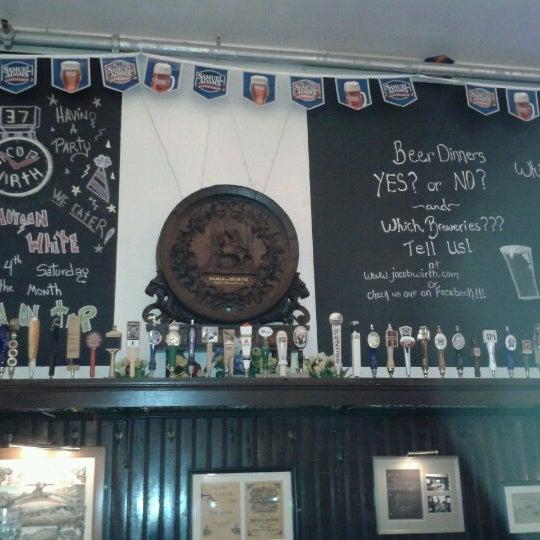Foto tirada no(a) Jacob Wirth Restaurant por Antonio F. em 9/19/2012