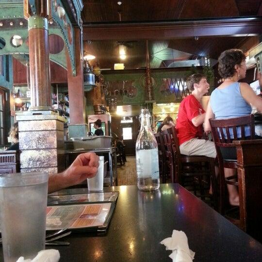 Foto scattata a Deluxe Station Diner da Greg B. il 7/5/2013