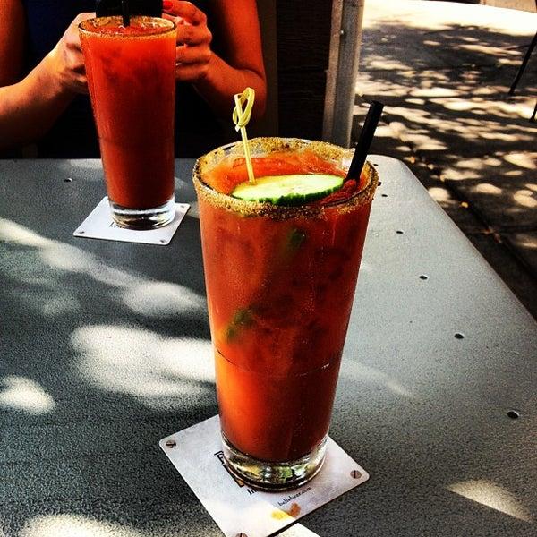 9/1/2012 tarihinde Quiet B.ziyaretçi tarafından Urban Eatery'de çekilen fotoğraf
