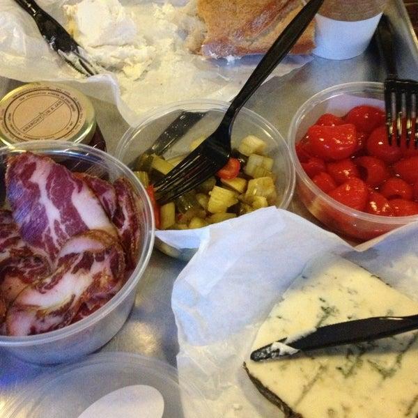 Foto tomada en Beecher's Handmade Cheese por Paige el 2/2/2013