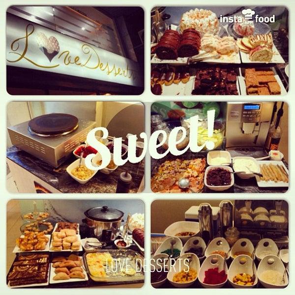 Снимок сделан в Love Desserts пользователем Mark Oliver C. 7/29/2013
