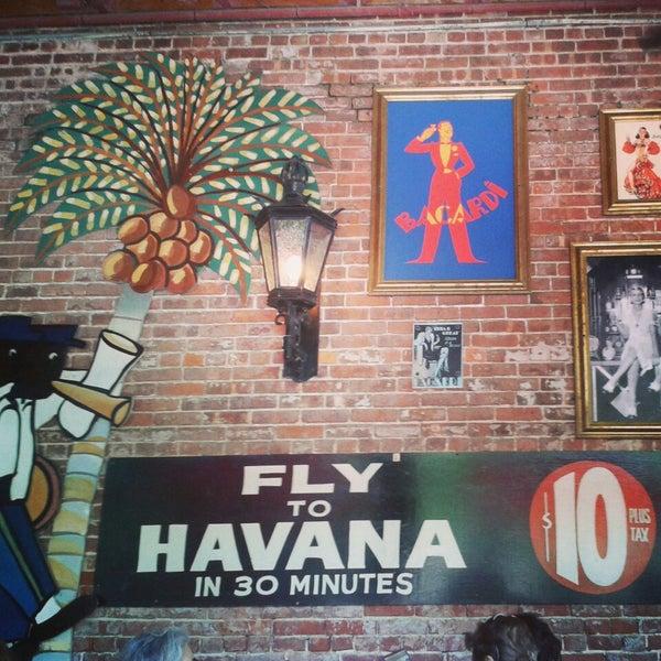 Foto diambil di El Meson de Pepe Restaurant & Bar oleh Leslie R. pada 5/5/2014