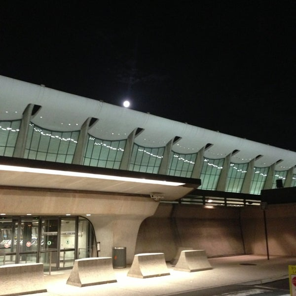 Foto diambil di Washington Dulles International Airport oleh Jorge A. pada 6/23/2013