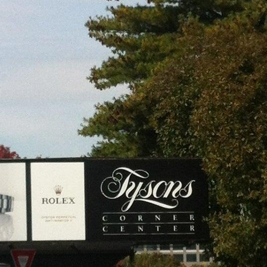 10/23/2012 tarihinde Christina H.ziyaretçi tarafından Tysons Corner Center'de çekilen fotoğraf