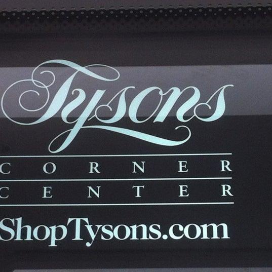 2/25/2013 tarihinde Christina H.ziyaretçi tarafından Tysons Corner Center'de çekilen fotoğraf