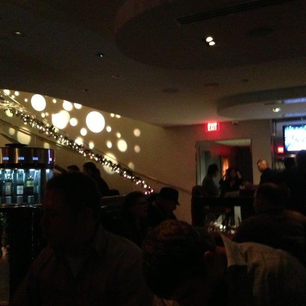 Photo prise au Dee Lincoln's Bubble Bar & Private Events par Roger J. le12/30/2012