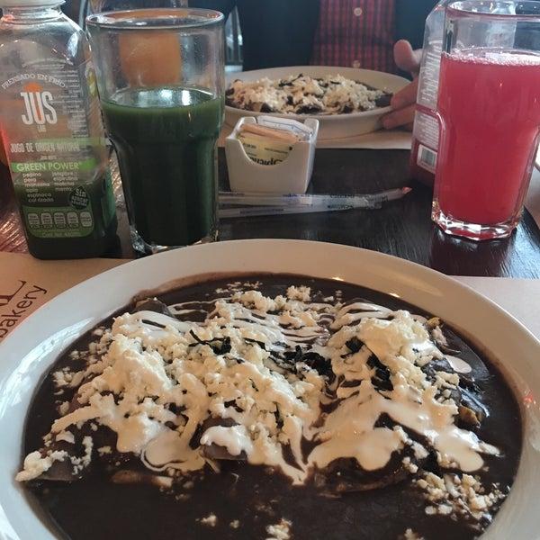 Foto tomada en Peponne Healthy Food & Bakery por Irasema A. el 10/12/2017