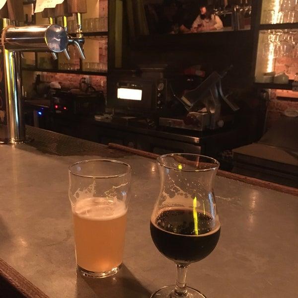 Das Foto wurde bei Alphabet City Beer Co. von Aliaksei S. am 10/10/2018 aufgenommen