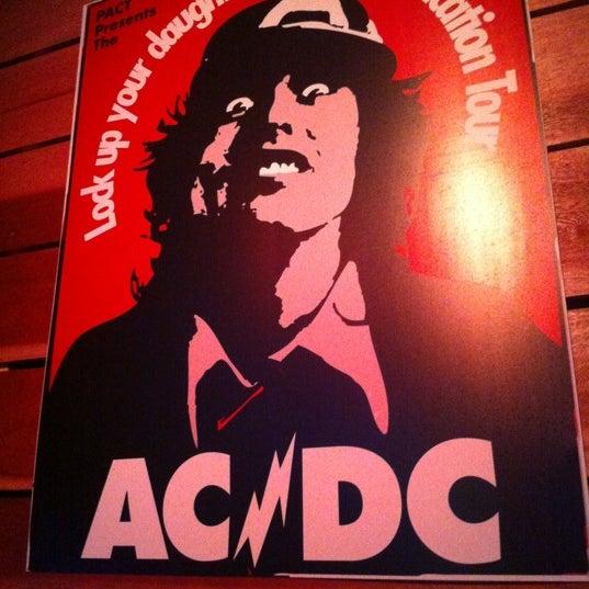 11/22/2012にPaulo F.がOzzie Pubで撮った写真