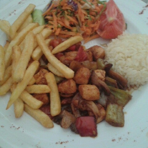 Foto tomada en Dudu Cafe Restaurant por a a. el 6/12/2013