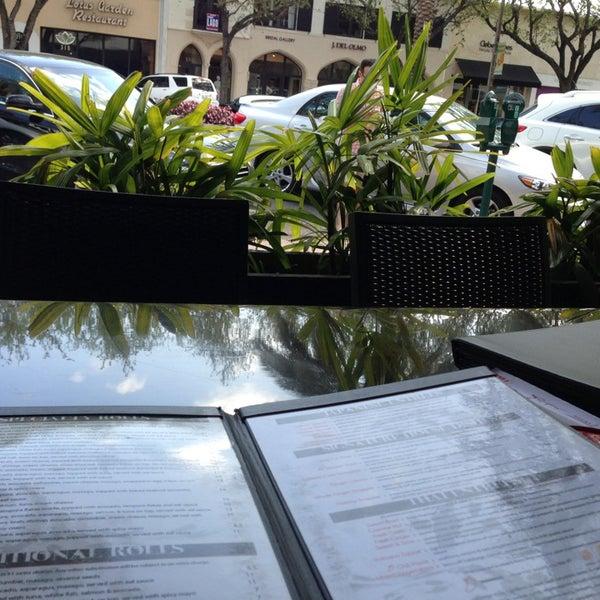 Das Foto wurde bei Red Koi Thai & Sushi Lounge von Fernanda am 3/31/2013 aufgenommen