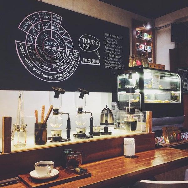 Foto scattata a Seniman Coffee Studio da Feberyanto W. il 8/3/2015
