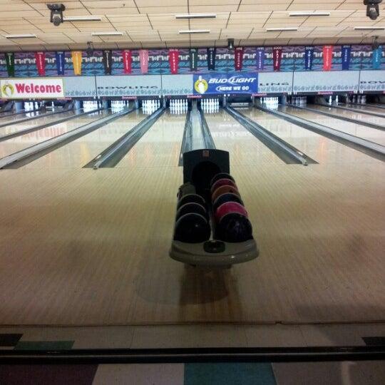 Foto scattata a All Star Lanes da Melissa S. il 11/17/2012