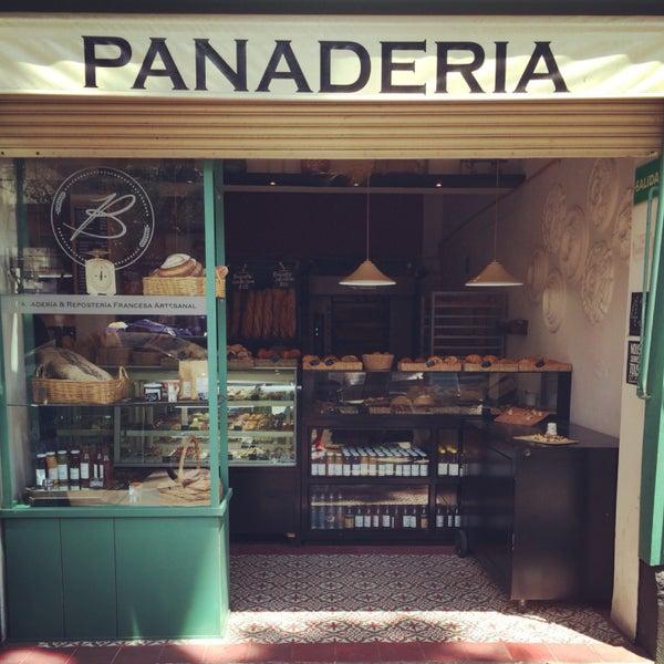 Buenos panes artesanales. Tartas de muchas variedades y el pan es fresco. Prueben la tarta de mango y el croissant de almendra, delicioso.