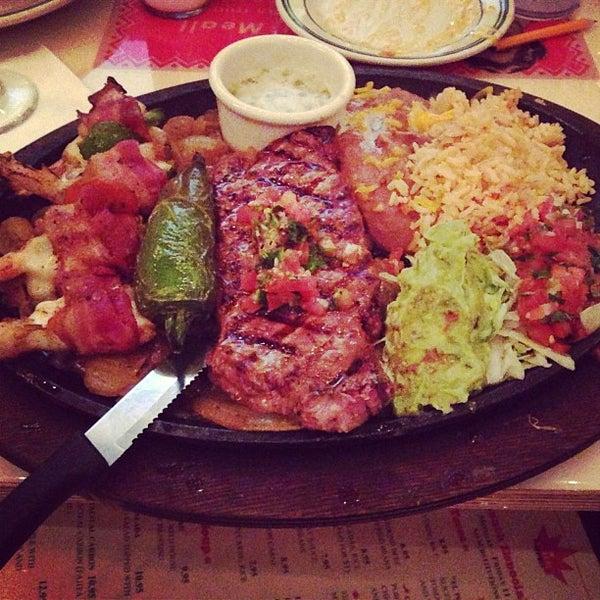 Снимок сделан в El Real Tex-Mex Cafe пользователем Albert C. 5/10/2013