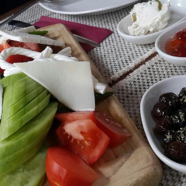 12/24/2017に♧ Çiçek G.がLimoon Café & Restaurantで撮った写真