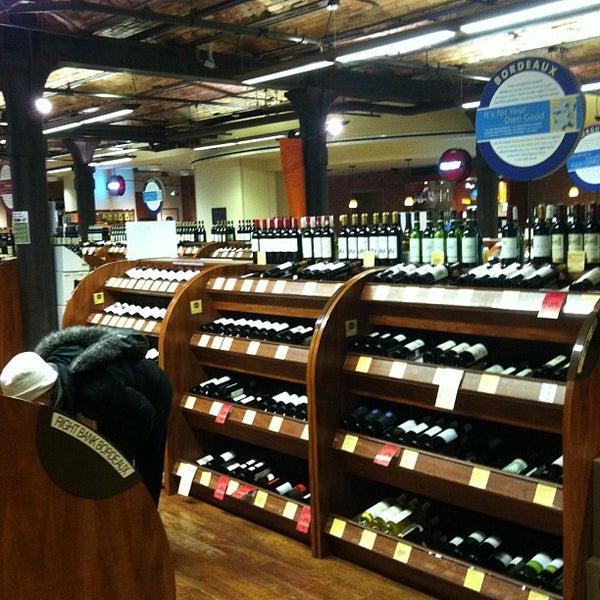 Foto tirada no(a) Astor Wines & Spirits por Naochib em 2/3/2013