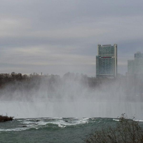 11/21/2013 tarihinde Lazaliziyaretçi tarafından Niagara Falls USA Official Visitor Center'de çekilen fotoğraf